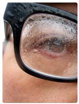 kontaktní čočky versus brýle
